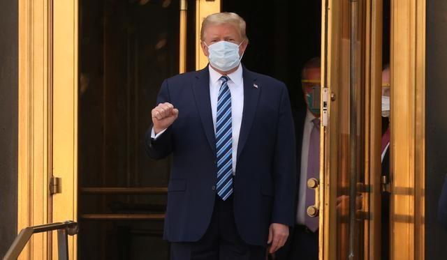 Phố Wall tăng điểm sau tin ông Trump xuất viện