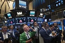 Loạt cổ phiếu ngân hàng bị bán tháo, Phố Wall diễn biến trái chiều