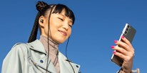 Apple dùng Samsung Galaxy S21 để quảng cáo tai nghe