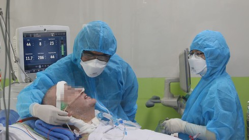 COVID-19: Critically ill British patient able to smile, shake hands