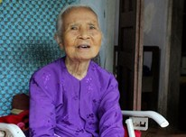 Vietnamese woman spends nearly three decades caring for
