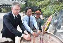 The US Ambassador Daniel Krtitenbrink and the 3-year freindship with Vietnam
